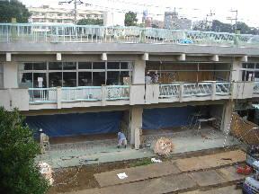 本館校舎耐震工事進行中です\\\