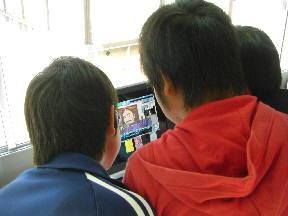 茨城県警「フレンド号」で学ぶ子どもたち