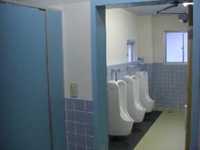 本館1階会議室前トイレの様子\\