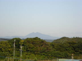 鹿島小から見た筑波山