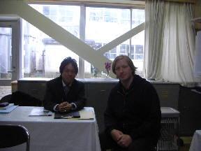 渡部先生と本校NLTショーン先生(5年植村さん,篠塚さん撮影)\
