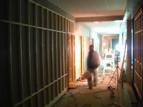 工事が着々と進む特別支援教室棟1階の様子\