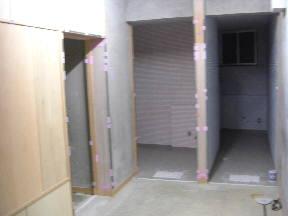 特別支援教室棟 1階東トイレ入り口付近の様子\\