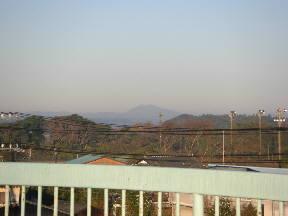 北西の方向に筑波山が見えました