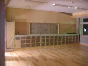 2階教室の様子です。廊下の反対側は,本館校舎音楽室と連絡します。\\