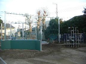 バックネットとジャングルジム設置