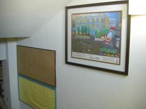 印刷室から2階の1年生教室に通じる階段の様子\