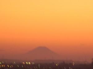 夕焼けと富士山(17:50)