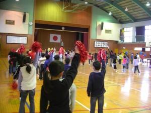 音楽に合わせてダンスをする子どもたち(10:50)
