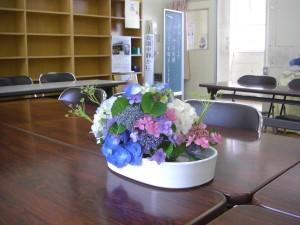 会議室に飾られた本校職員の作品