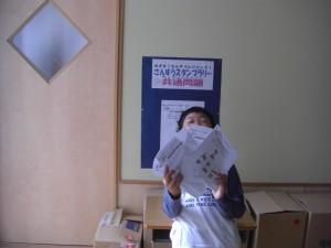 算数スタンプラリー たくさんのプリントを集めた6年生(8:00)