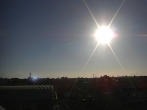 鹿島臨海工業地域の工場群と風力発電の風車(7:05)