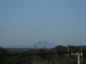 本校屋上からの筑波山(7:10)