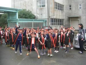 学校でのリハーサルが終わり,「いってきます!」とあいさつをして会場へ向かう子どもたち(9:25)