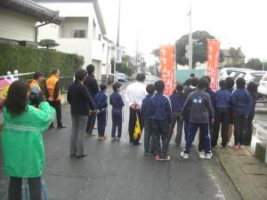 鹿島小校門前でのあいさつ運動(7:50)