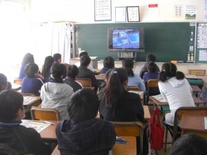 映像で学習する子どもたち(9:40)