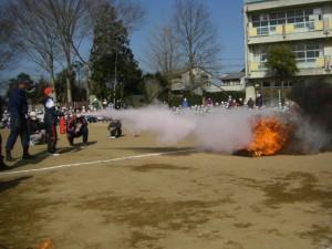 消化器を使った消火訓練を行いました。(9:50)
