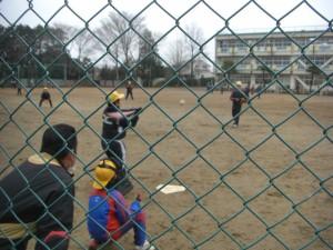 ソフトボールクラブ 打球はこのあとセンターを超えて・・・(15:15)
