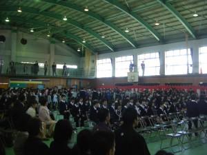 在校生の合唱の中,卒業生退場(10:40)
