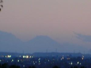 富士山と潮来市の夜景(18:40)