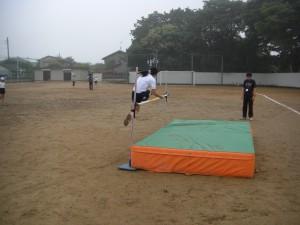 走り高跳びの練習のひとこま(16:20)