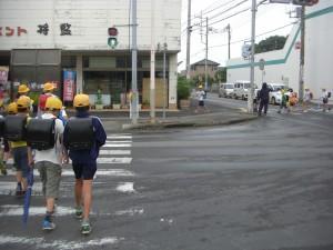 全ての歩行者信号が青になりました。(7:35)