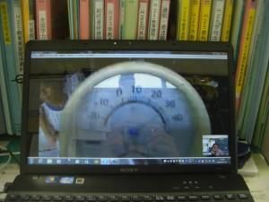屋久島の気温は32度 寒暖計を示してくれました。(13:05)