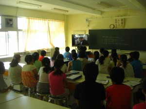 DVDを視聴する子どもたち(10:35)