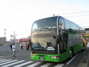 朝6時前、バスは五所川原市へ向けて出発しました!\\