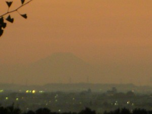 鹿島小屋上からの富士山(17:55)
