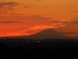 夕焼けと富士山(16:45)