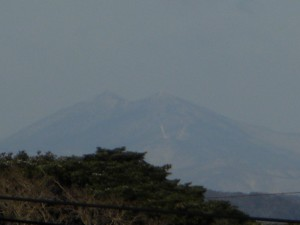 校舎屋上からの筑波山(8:00)