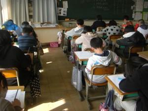 テストを受ける子どもたち(9:35)