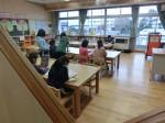 学習室で読書を楽しむ