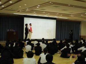 2年生を対象として環境講演会が行われました。\\