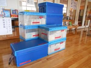 400冊の本が詰まった10個の箱