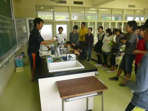 塩酸や水酸化ナトリウムなどいよいよ化学の薬品を学習します。\\