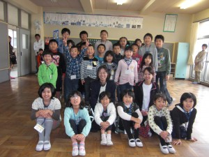 8班 幼稚園の先生との交流\