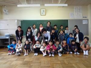 2班 幼稚園の先生との交流\