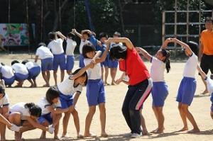 運動会の高学年練習(組体操)\