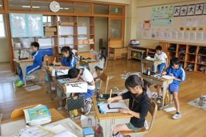 3年生,習字の学習をしました。集中して取り組んでいます。\\