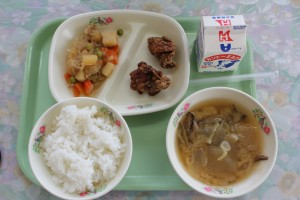 今日の給食は市内の小学校のリクエスト献立でした。\\