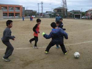 風が強く寒い一日でしたが,子ども達は外に出て元気よく遊んでいました。\\\\\