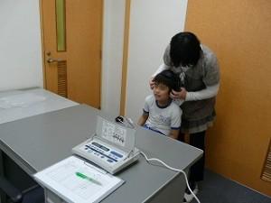 聴力検査の様子\