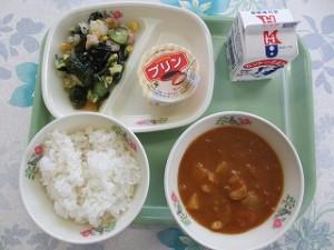 カレーとシーフードサラダ
