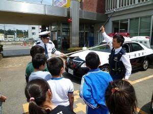 鹿嶋警察署の見学:4年生\