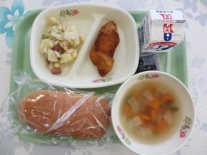 コッペパンと白身魚のフライ
