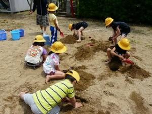 1・2年生 図工:砂の造形