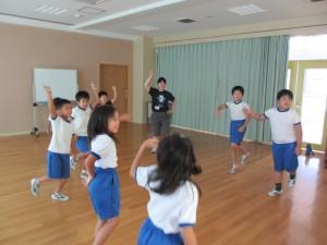 3年生が運動会のダンス練習を始めました。頑張っていました。\