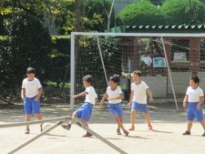 台風後風が強くてもへちゃらです。おもいっきりサッカーをしました。\